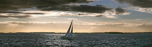 sailboat-at-sunset-villoks