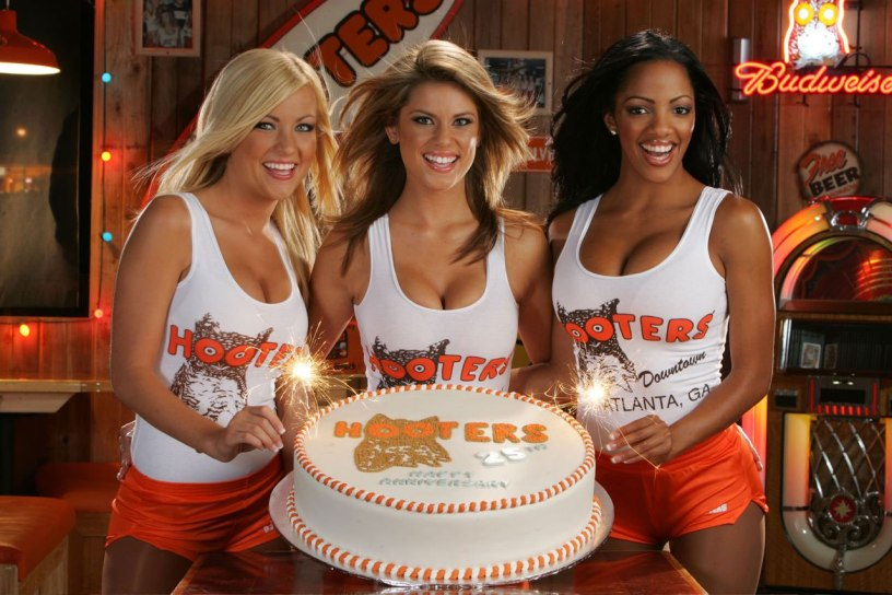 HootersGirls_Cake