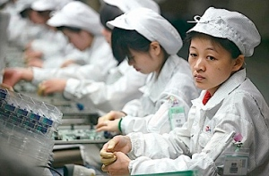 iPhone_factory_workers_380px